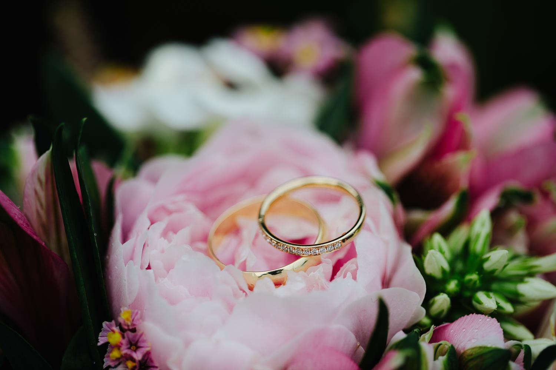 Ringer og brudebukett