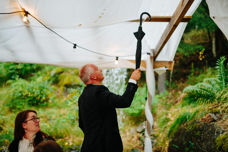 Partytelt og regn i bryllupet