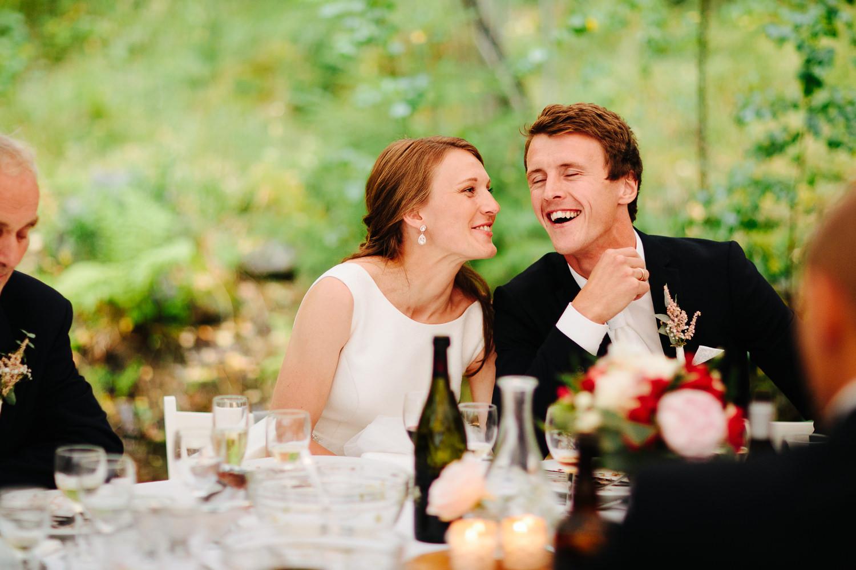 Brudepar og god stemning i bryllup