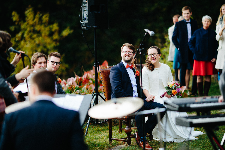 19-bryllup-solstua-vielse-ute.jpg