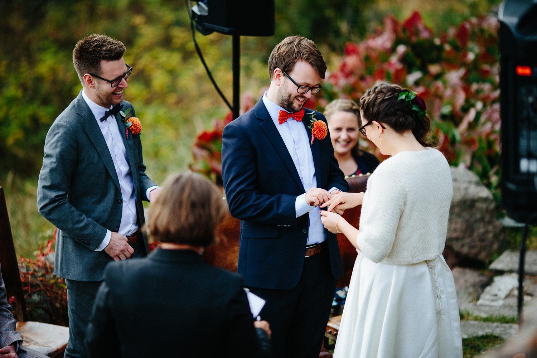24-bryllup-solstua-vielse-ute.jpg