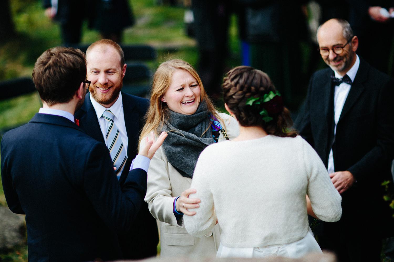 36-bryllup-solstua-vielse-ute.jpg