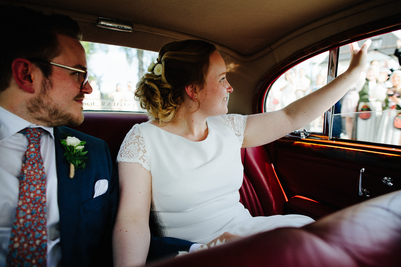 brudepar-veteranbil-nygift