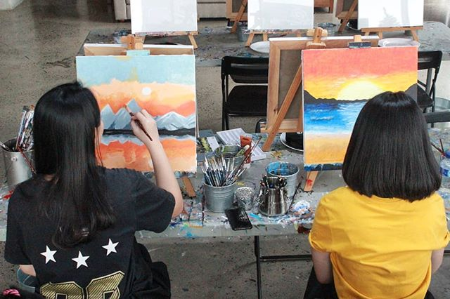 Just sit, Paint ,enjoy and relax 🎨👩🎨👌#artipaintbar