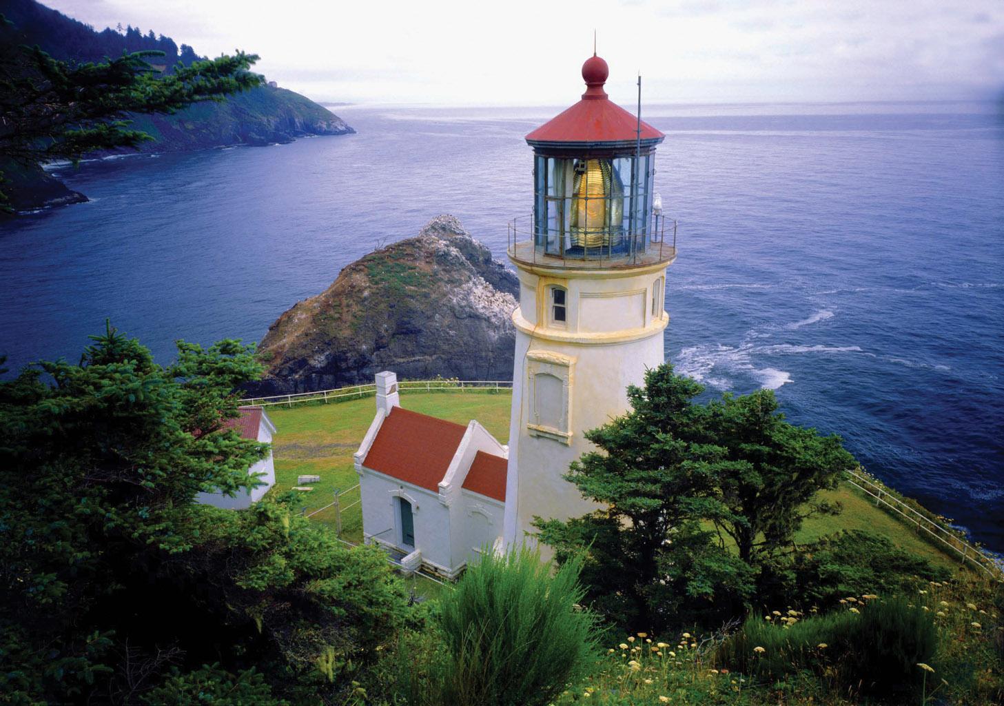Heceta-Head-Lighthouse-Exterior-Long-View.jpg
