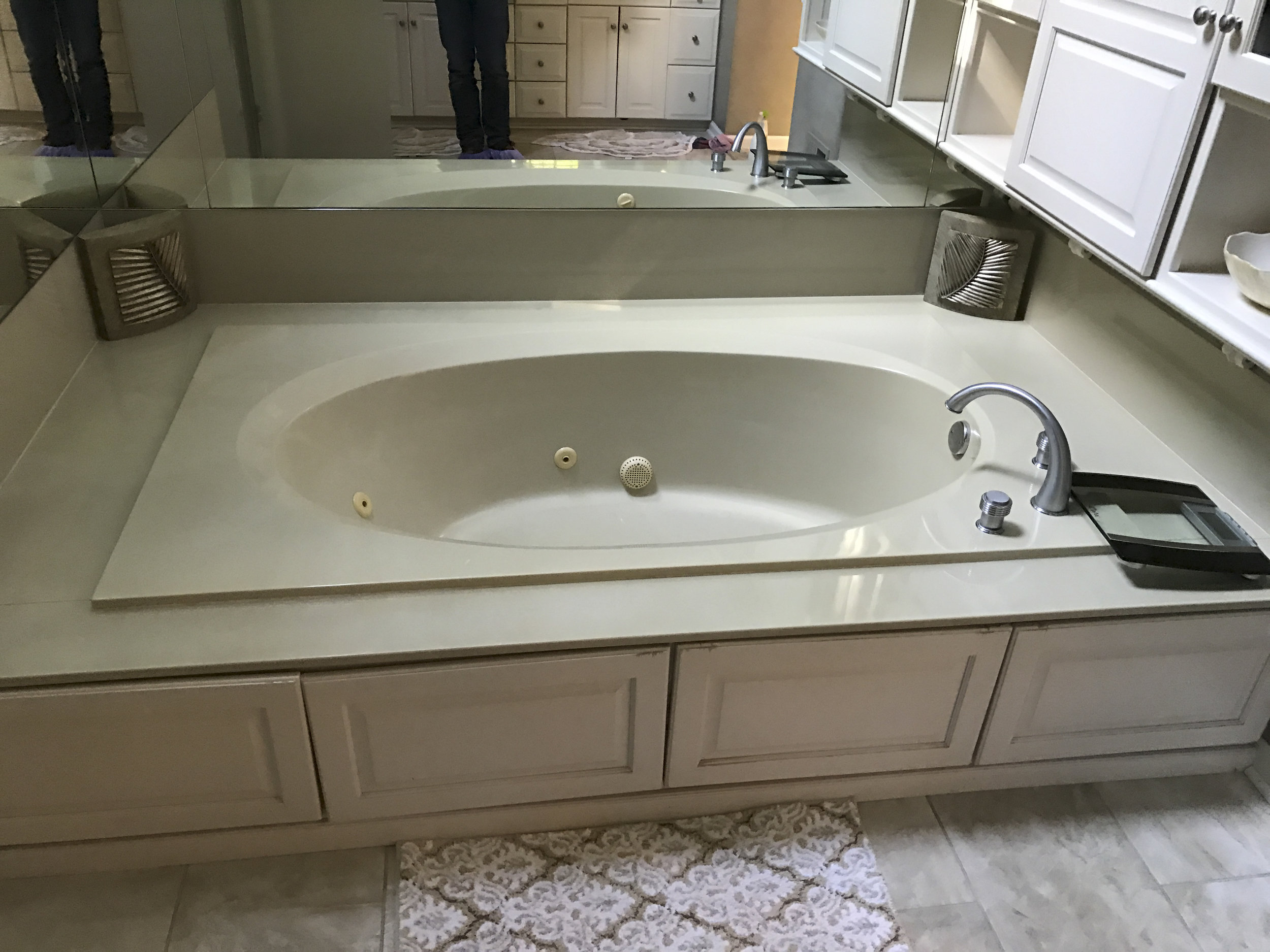 Existing jacuzzi tub. To be replaced with free-standing, soaking tub.
