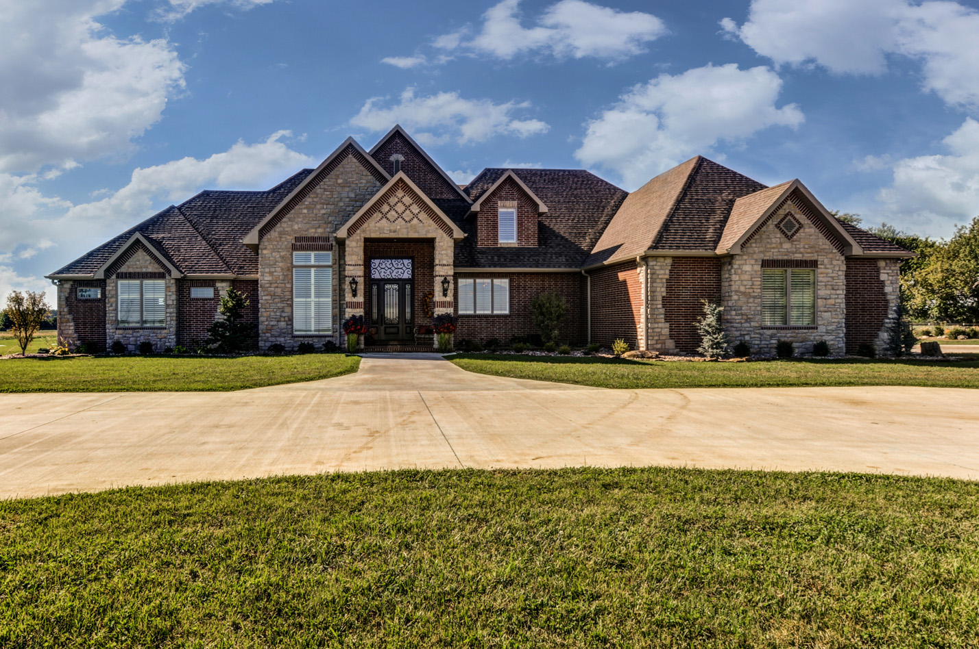 built-by-brett-custom-home-springfield-mo-13735-lawrence-2100-exterior-001.jpg