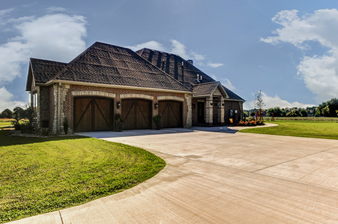 built-by-brett-custom-home-springfield-mo-13735-lawrence-2100-exterior-003.jpg