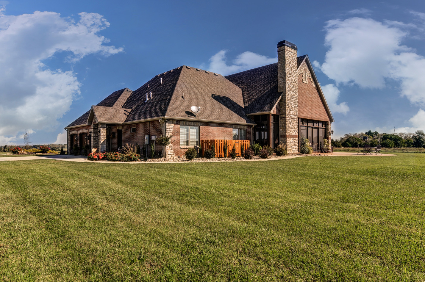 built-by-brett-custom-home-springfield-mo-13735-lawrence-2100-exterior-004.jpg