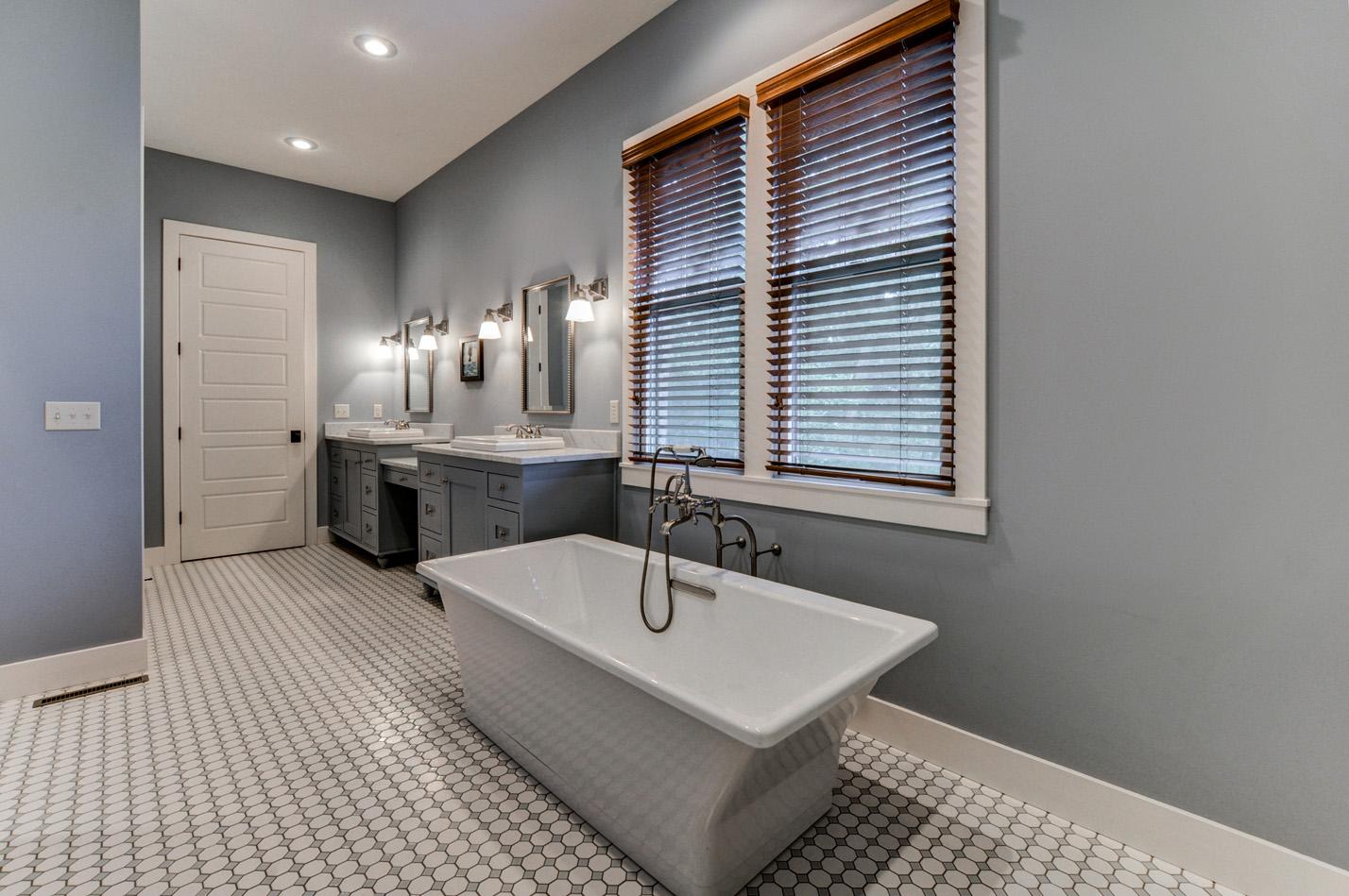 built-by-brett-custom-home-builders-springfield-mo-stonegate-court-021.jpg