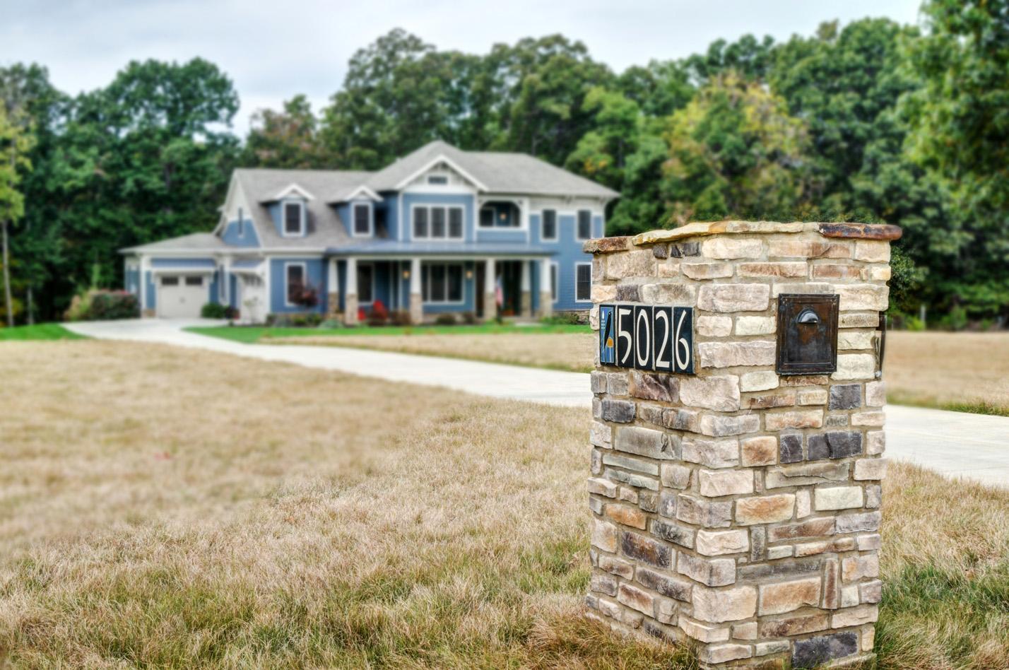 built-by-brett-custom-home-builders-springfield-mo-stonegate-court-exterior-001.jpg