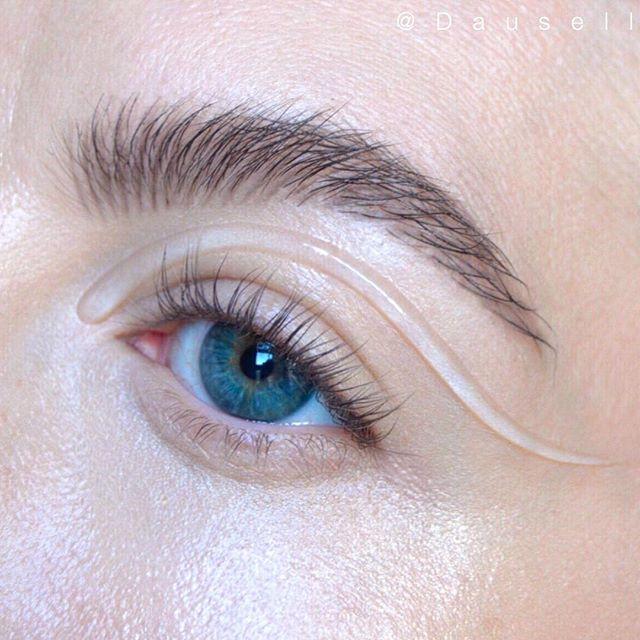 Product List: • @lindahallbergcosmetics infinity glass • @anastasiabeverlyhills Brow Powder duo in 'Ash Brown'  #dausell #eotd #makeup #gloss