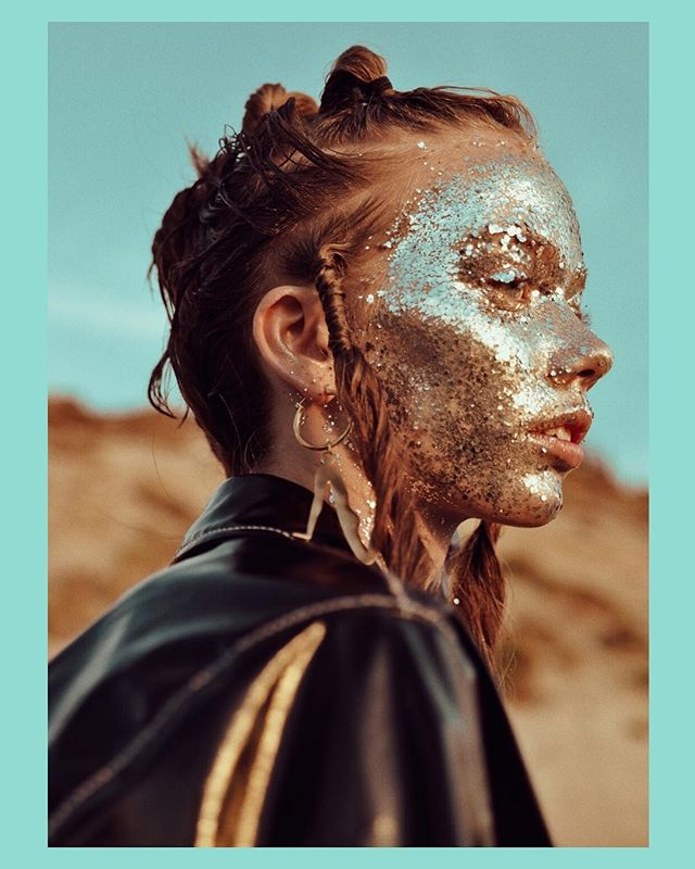 Glitterface @emmafhansen_ ✨ outtake from a New story for @contributormagazine . Tap for team #dausell #beauty #editorial #glitter