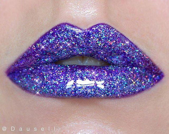 Product list: • @katvondbeauty Glimmer Veil in 'Televator' • @maccosmetics 3D glitter 'Lavender' and Clear Lip Glass #dausell #glitter #lips