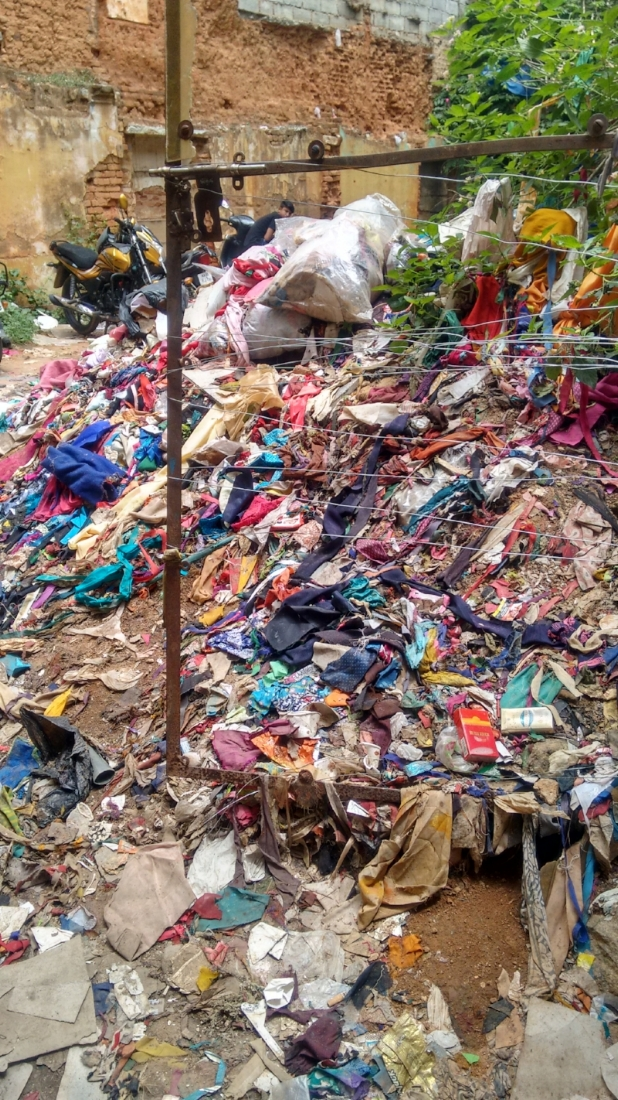 Mounds of tailor waste. Image: Author
