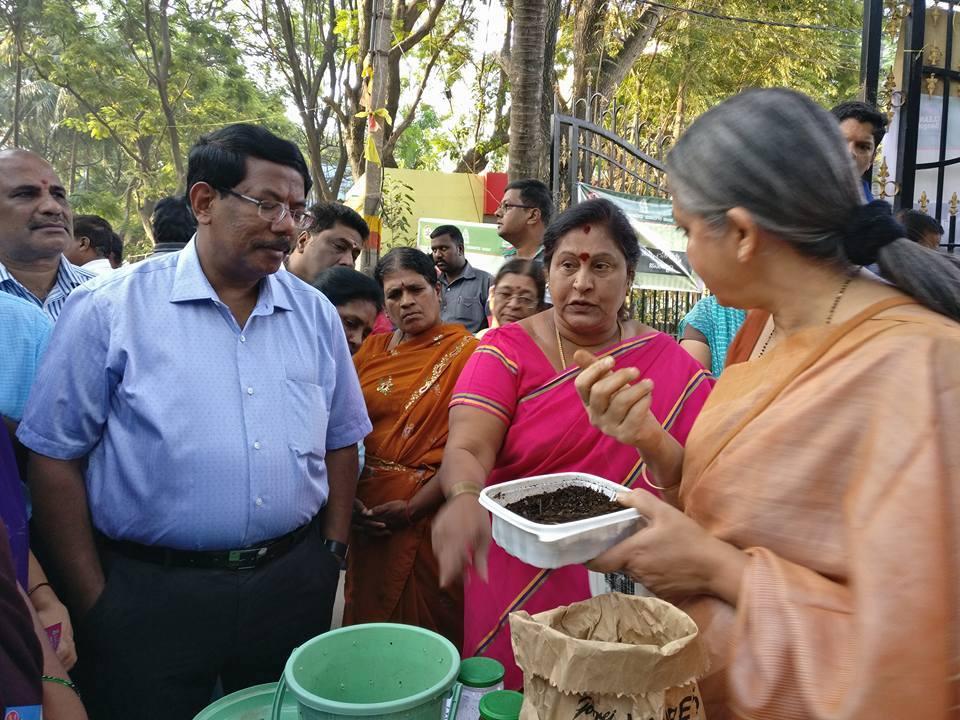 Vani Murthy introduces Bengaluru Mayor G Padmavathi and BBMP Commissioner Manjunath Prasad to composting Image: Vani Murthy/ Facebook