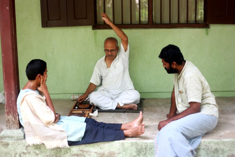 Learning to spin from Madhavji  Image: Alarmelu Valli