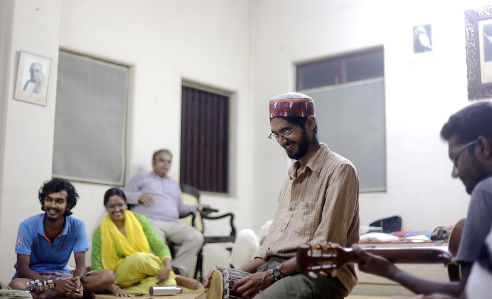 Ganeshram particpates in a jam session