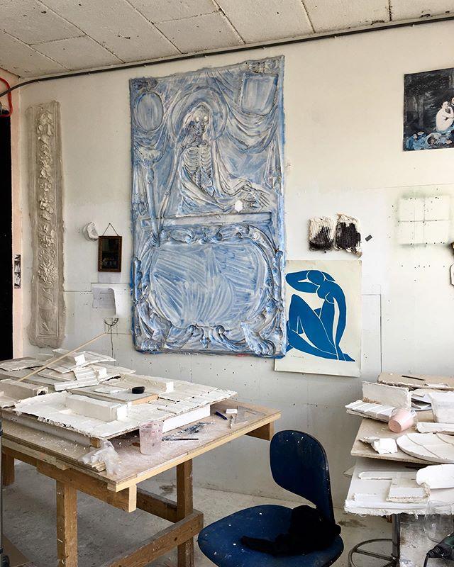 Studiolife 💙 #studiolife #morethenahome #atelier #artist #art_spotlight #ijzerenhein #rubber #wallart
