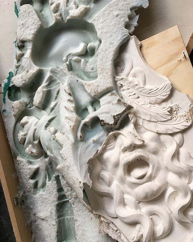 Some details of my new work for the city of Delft! #proces #goldenage #delft #medusa #maartentromp #plaster #slavernijverleden  #slavery #goudeneeuw #stapindegoudeneeuwdelft