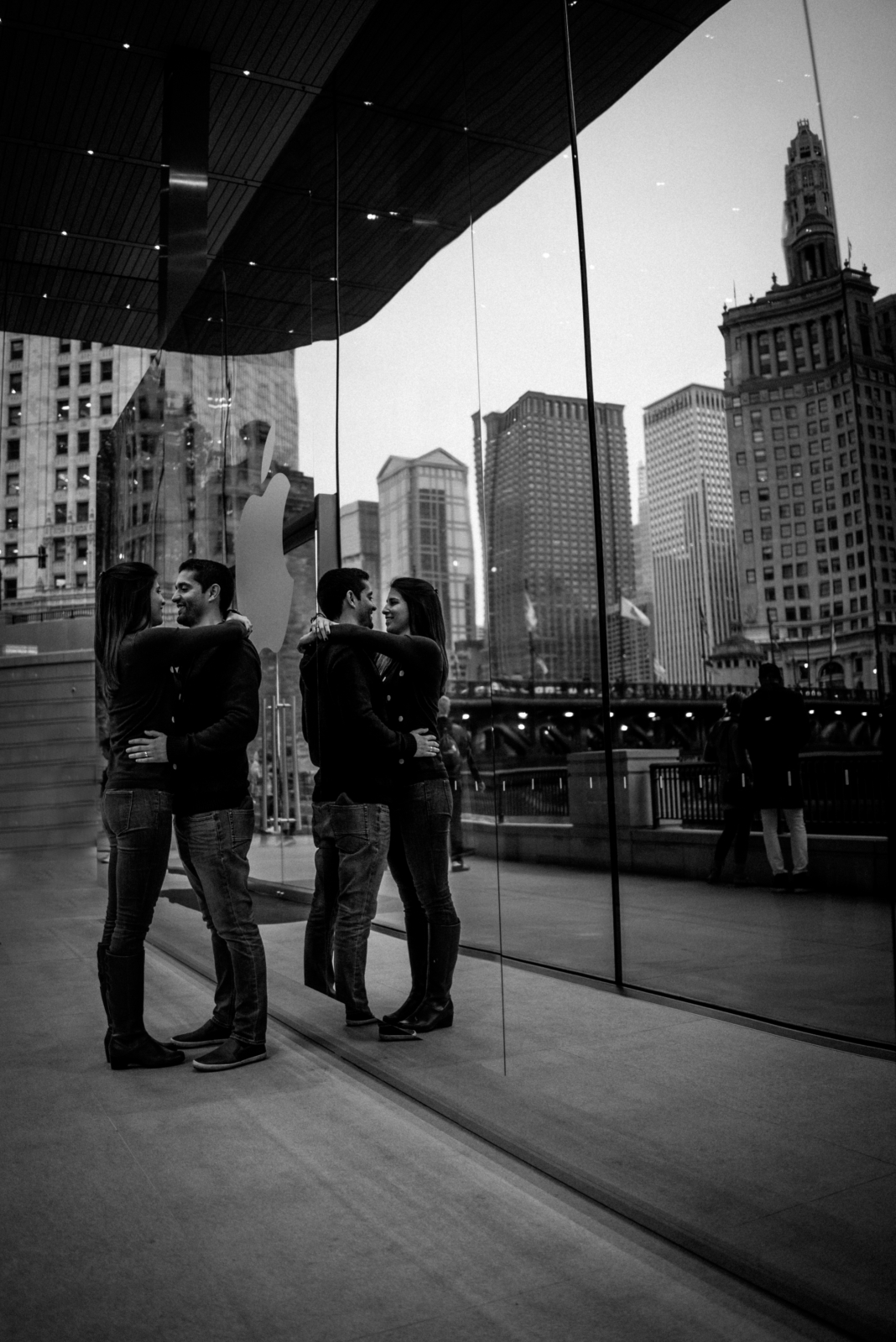 apple store reflection apple store | Chicago vacation photography | lisa kathan photography