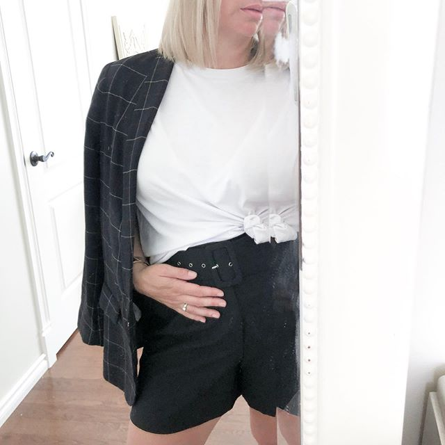 Hot 🥵 and humid #af today! What to wear when you need to go to the office but want something cool and comfy. Substitute the shoes for a heel, take on and off your blazer and a tailored belted short. #voila #themindfulstylist #lessismore #practicalstyle #zerowaste