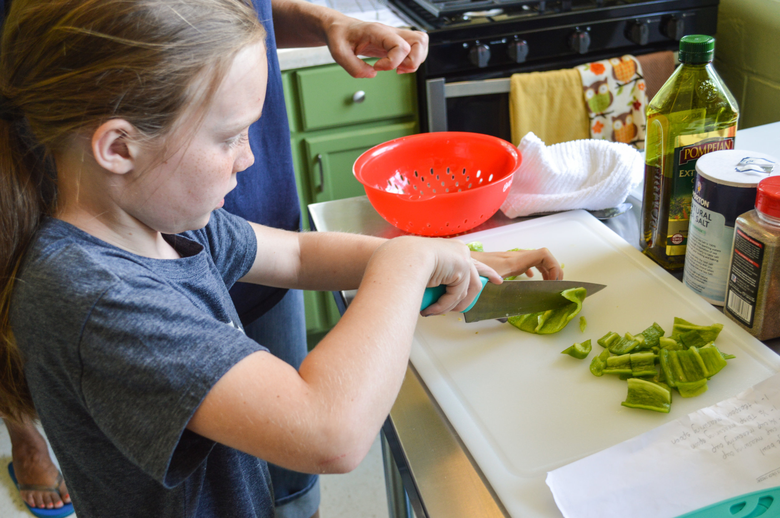 Kids cooking classes chopping green pepper.jpg