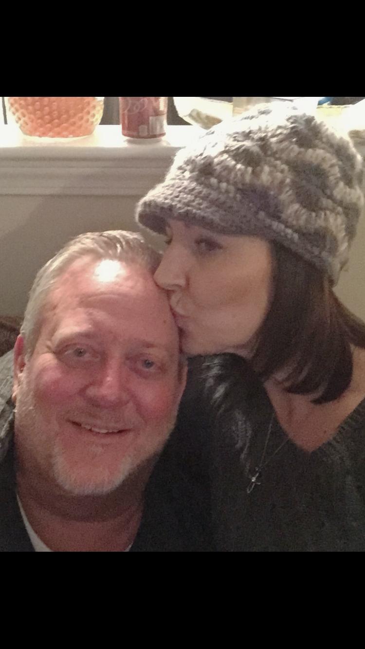 Bob Katie hat kiss.PNG