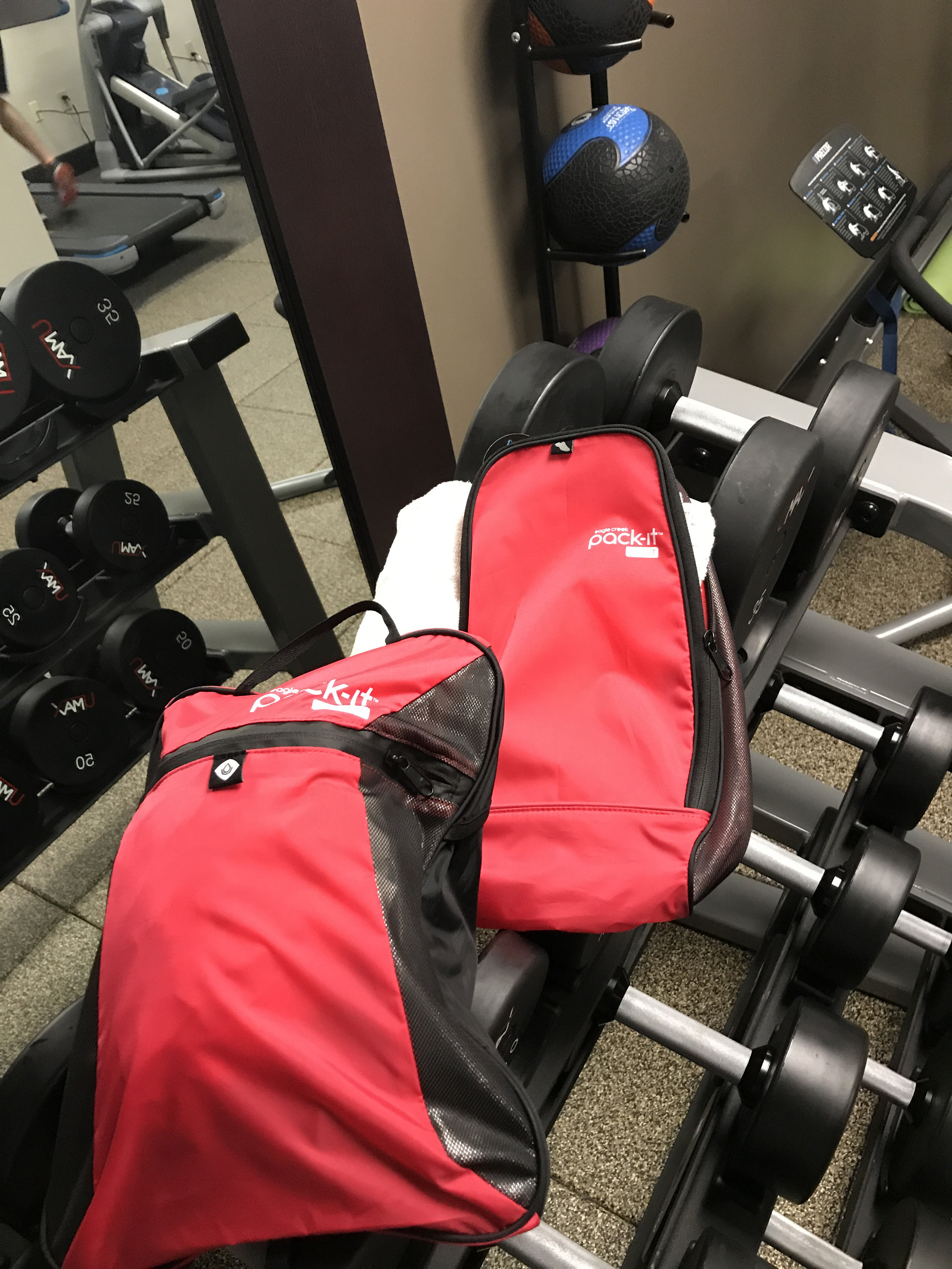""""""" Disclaimer: I received a Pack-It Gym Bag Set to review as part of being a BibRave Pro. Learn more about becoming a    BibRave Pro   (ambassador), and check out    BibRave.com   to review find and write race reviews!"""""""