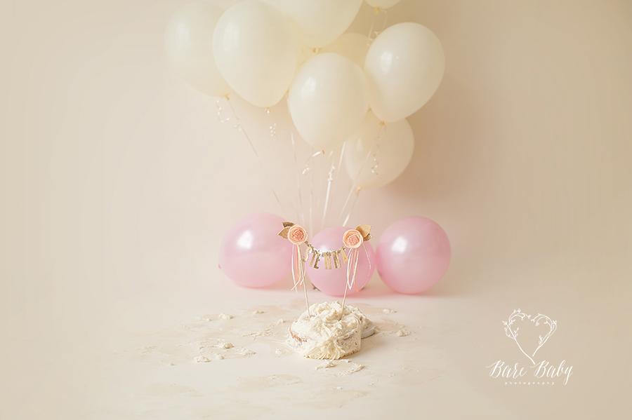 cake-smash-ideas-bare-baby-phtogoraphy.jpg