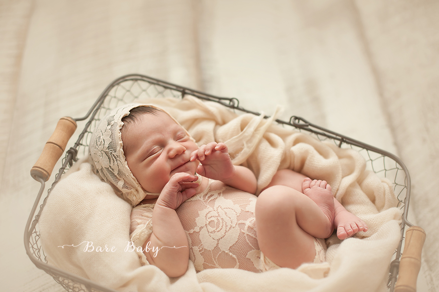 cleveland-ohio-newborn-photographer-bare-baby-photography.jpg