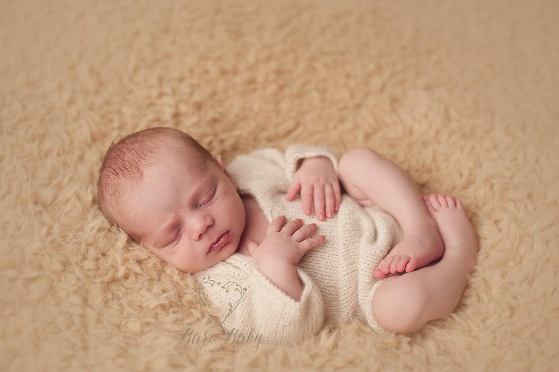columbus-ohio-newborn-photography-bare-baby-photography.jpg