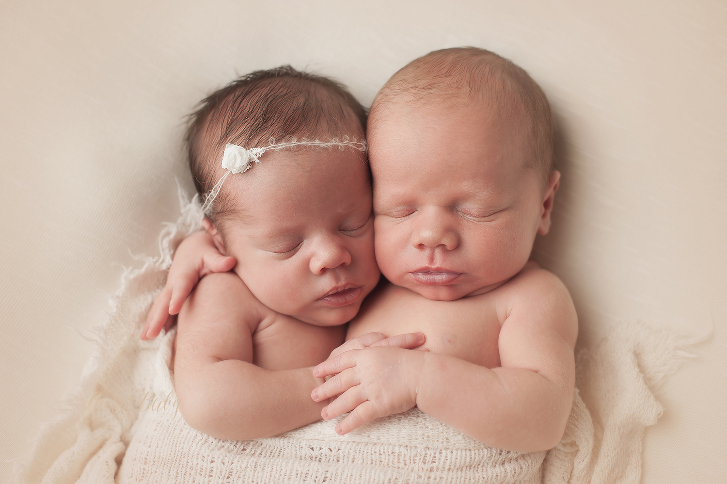 twin-newborn-pictures.jpg