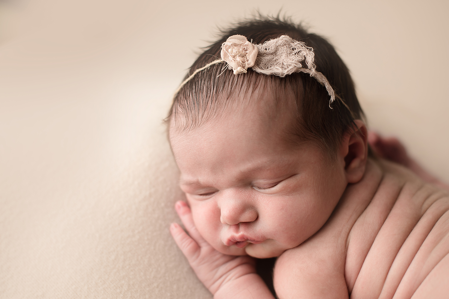 newborn-photographers-columbus-ohio-bare-baby.jpg