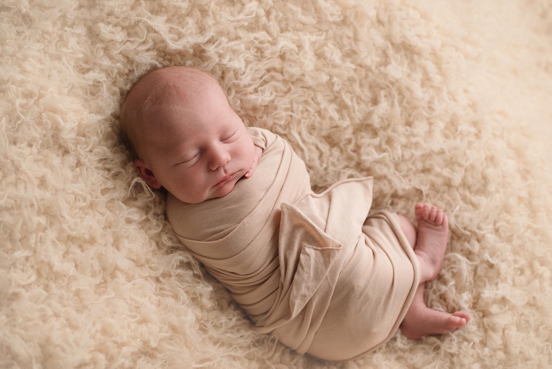 westervilleohio-newborn-photographer-barebaby.jpg