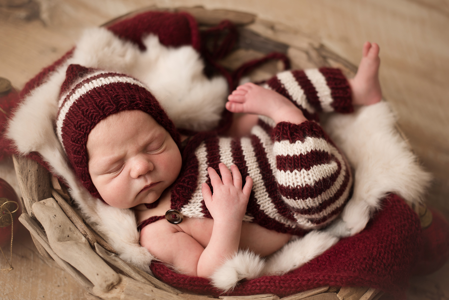newborn-christmas-photo.jpg