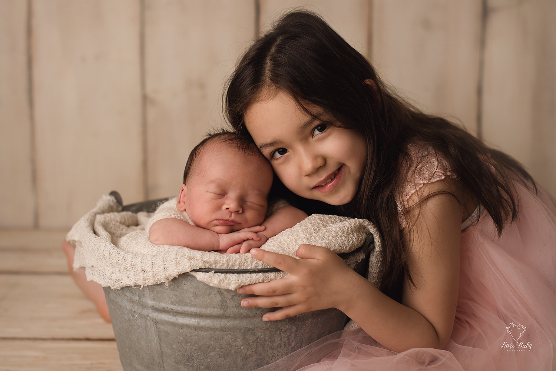 Sibling newborn photos barebabyphotography columbusohio jpg