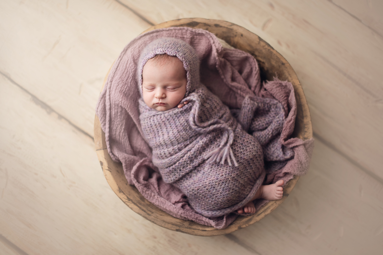 westerville-ohio-newborn-photographer-barebabyphotography.jpg
