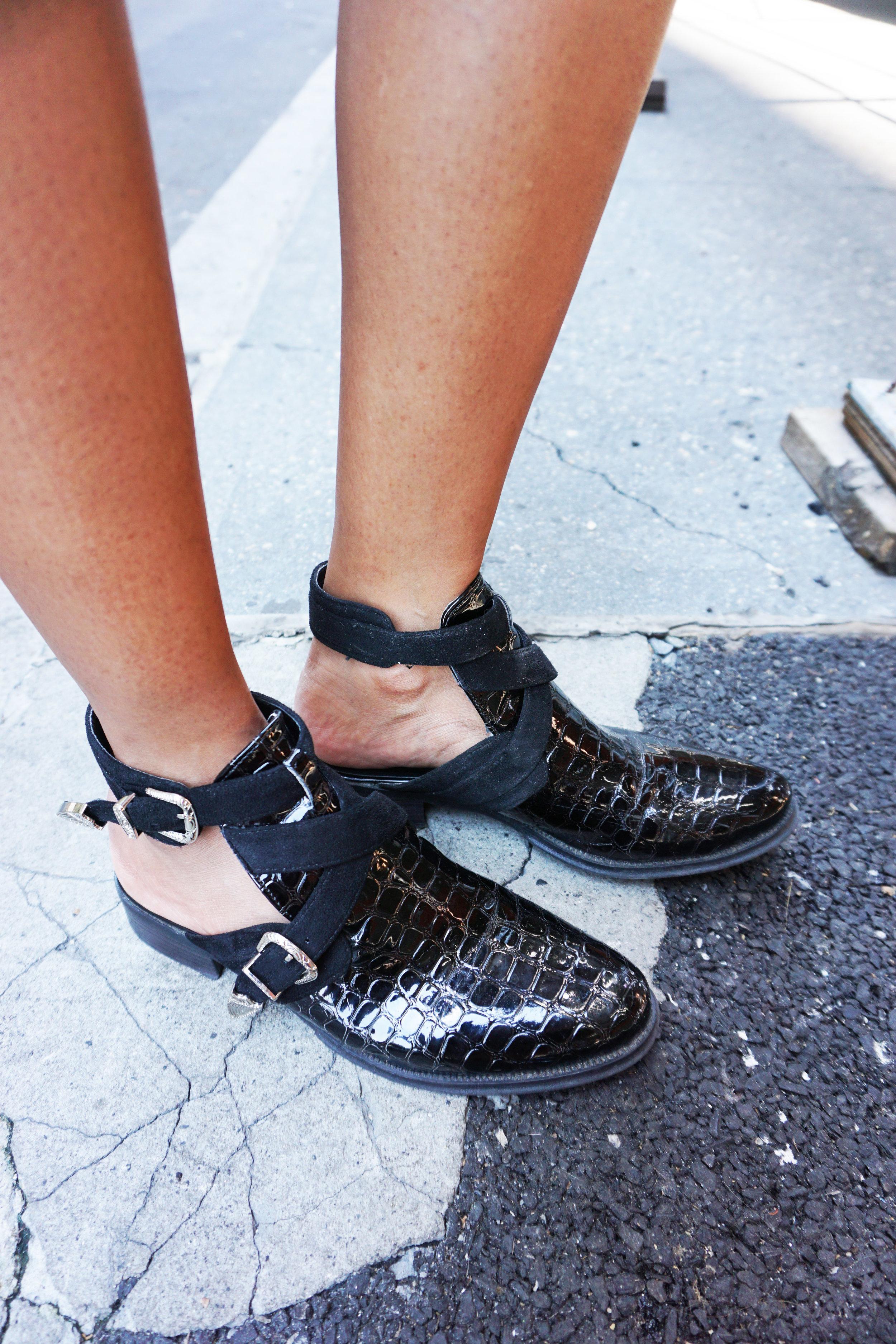 Top - Forever 21   Skirt - H&M   Blazer - Forever 21   Shoes - ASOS   Bracelet - Jewelmint   Bodychain - Jewelmint