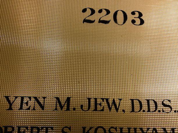 Look, a Jew dentist who can't make Jewish jokes.