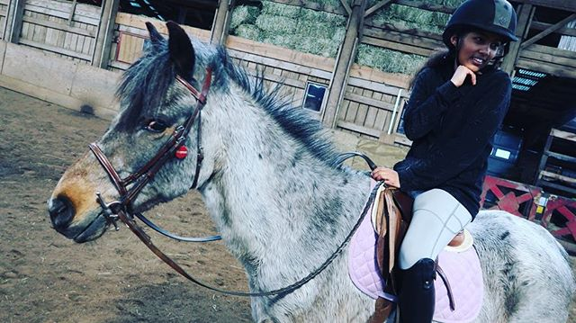 📷: Natalie and Chocolate Chip . #jloves_natalie_eq #jloves_merrymount #jloves_chocolatechip