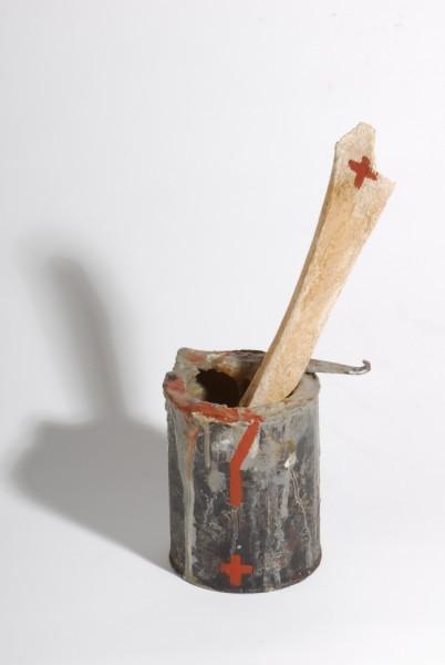 Exponát Josepha Beuyse s názvem Pro Lidice. Zdroj: webové stránky Lidické galerie