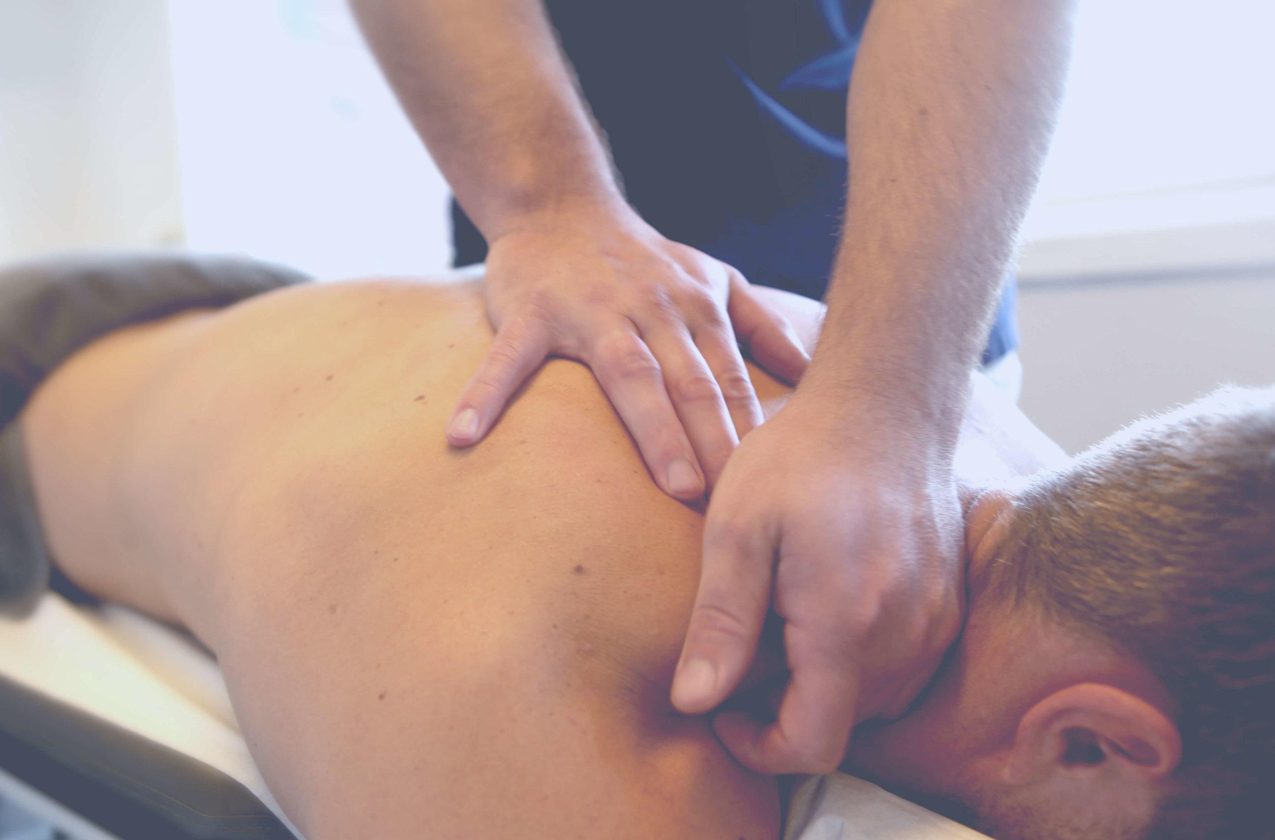 Doktorgaarden-Naprapati-og-Massasje-behandlinger-massasje