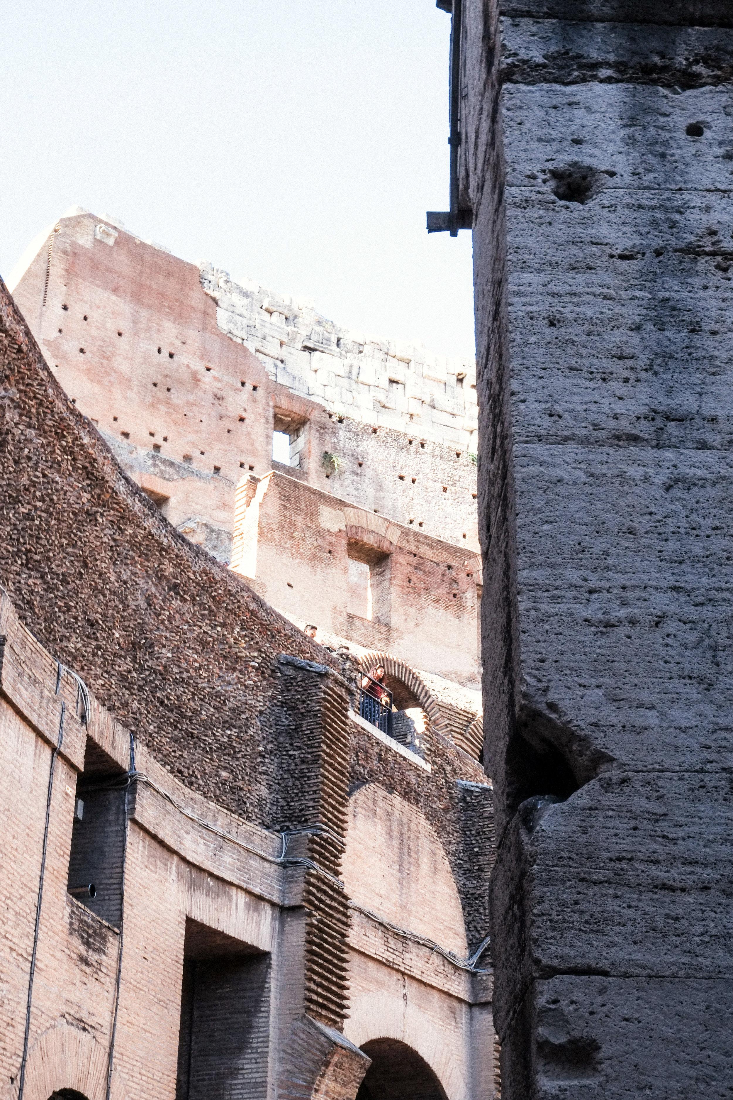 Lesly Lotha - Colosseum 4