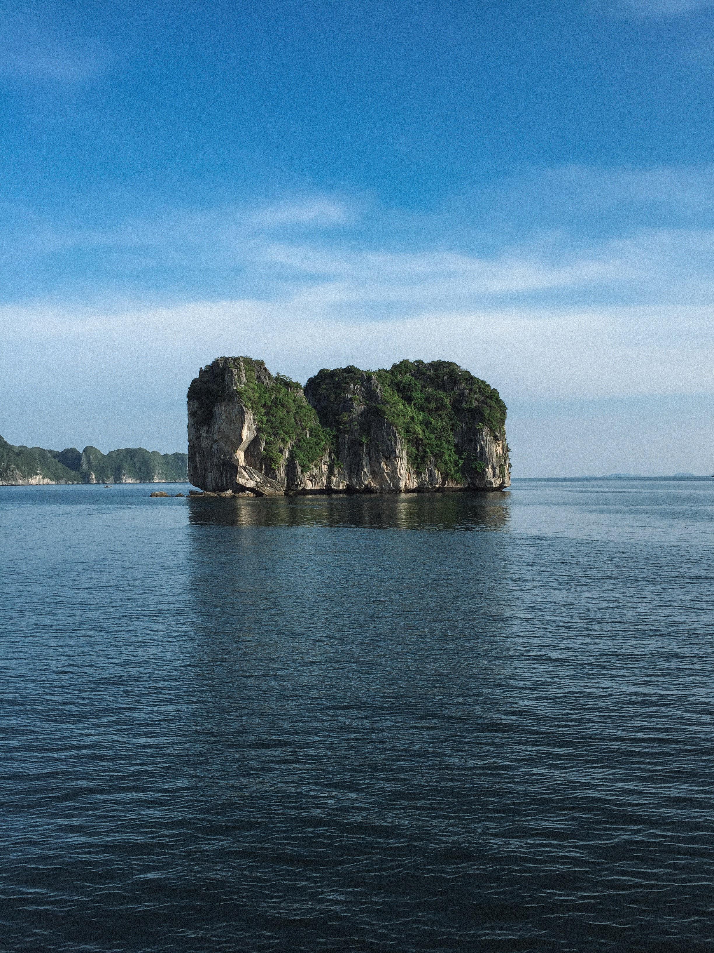 Lesly Lotha_Ha Long Bay_Vietnam 04_2017.jpg