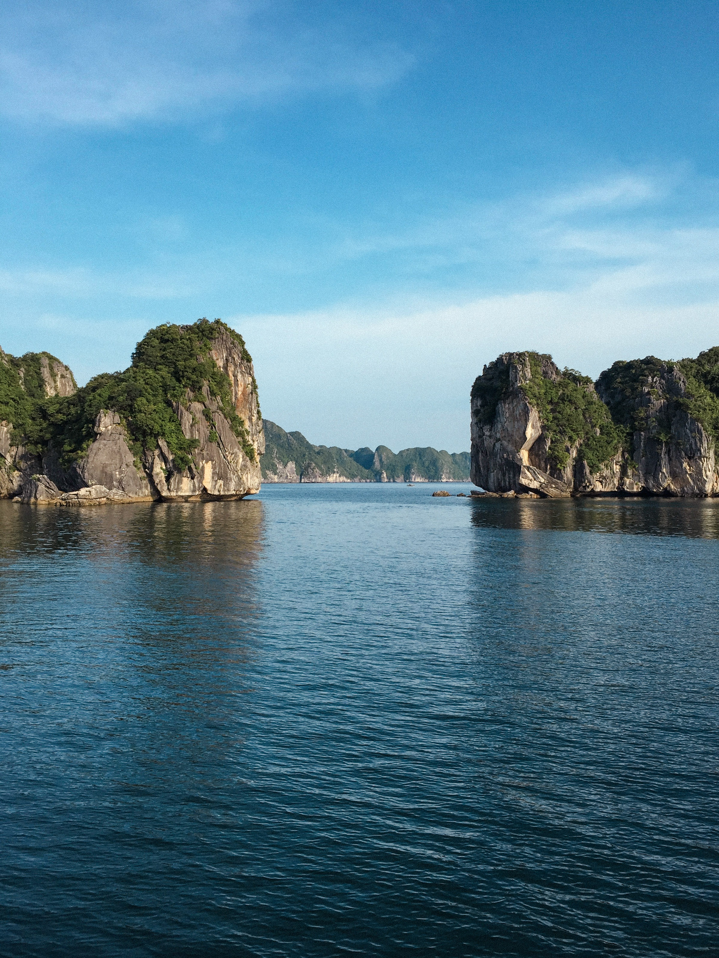 Lesly Lotha_Ha Long Bay_Vietnam 05_2017.jpg