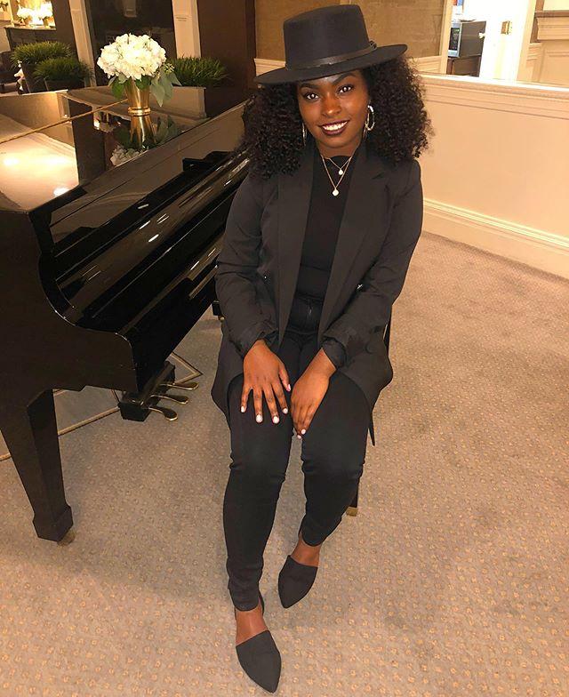 "🎼 ""Brown Skin Girl"" 🎼 Gig tonight in on of my favorite places, DB Connecticut 😍🎤! ___________________________ #Nahlabee #Singer #Music #Lyricist #performer #recordingartist #philly #nyc #ct #newyork #style #fashion #allblack #love #queens #youngqueens #HisChild #darkskinwomen #women #blackgirls #sing #musician"