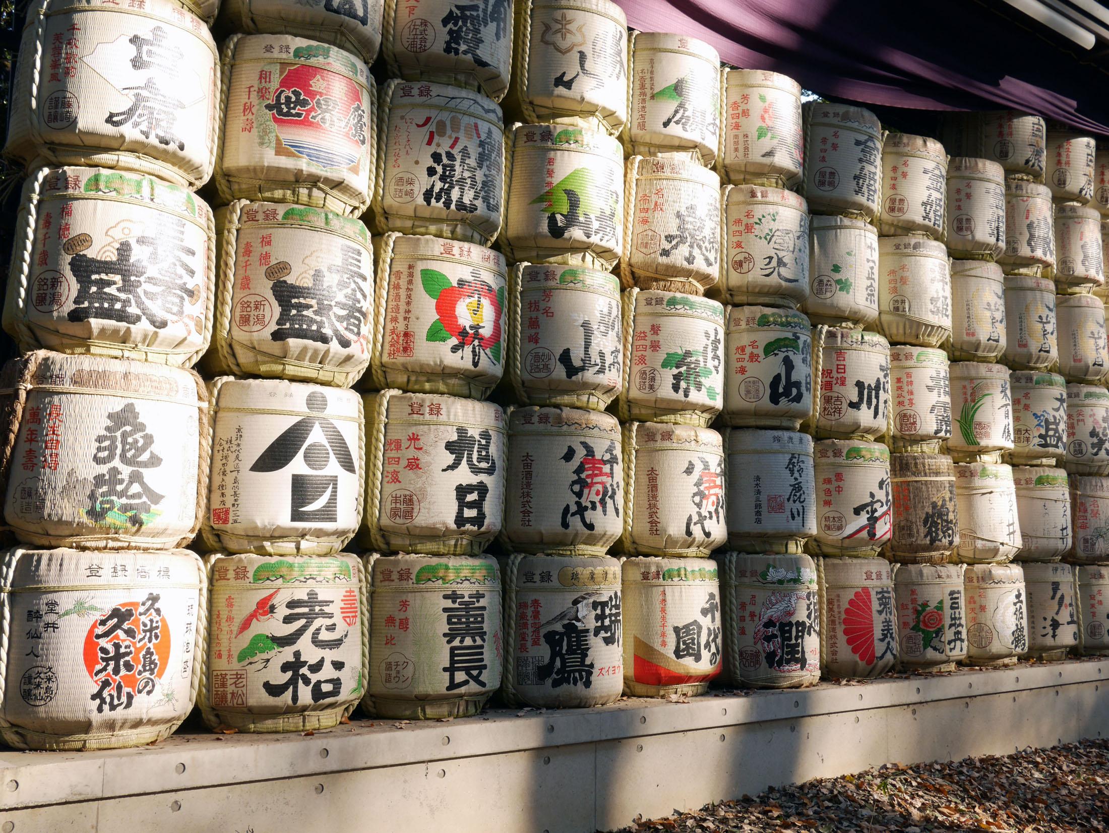 Os barris de sake foram presentes que o Imperador Meiji ganhou dos fabricantes. Ele foi promotor de prosperidade durante o seu governo.Estamos fascinados por esta cultura fantástica!