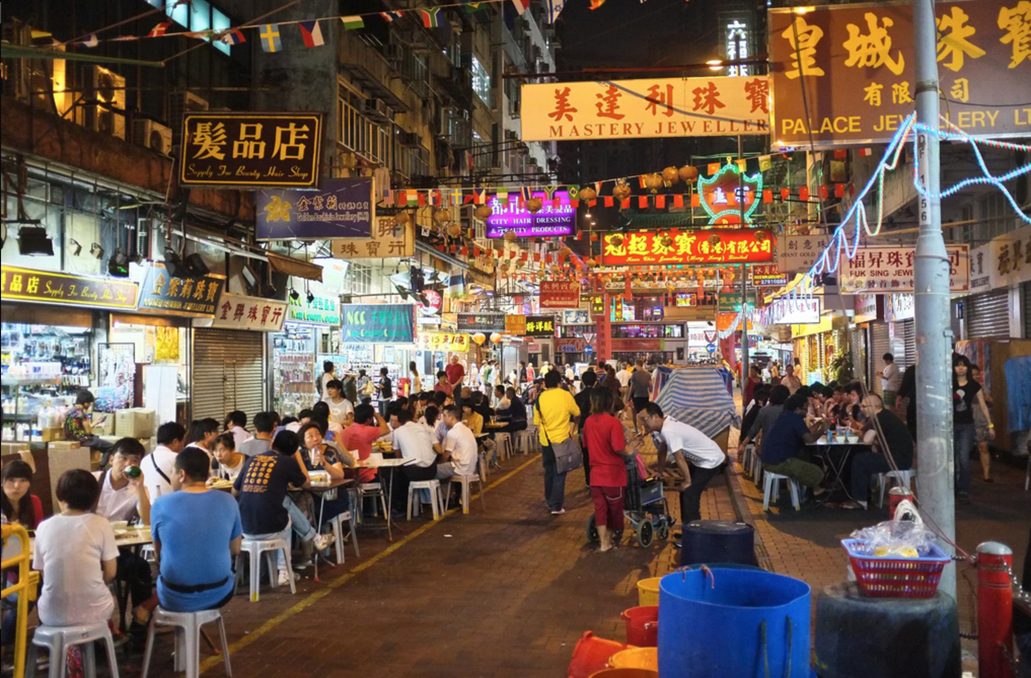 Diversos restaurantes ficam espalhados ao longo do mercado
