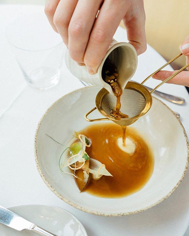 Vegetarian Cuisine Made in Austria 💚A portrait about @paul_ivic & his @tian_restaurant_wien team . Produced by @saltandwonder  For @feinkoch  Book @brandstaetterverlag  Words @stefaniefellinger  Images @annasarcletti